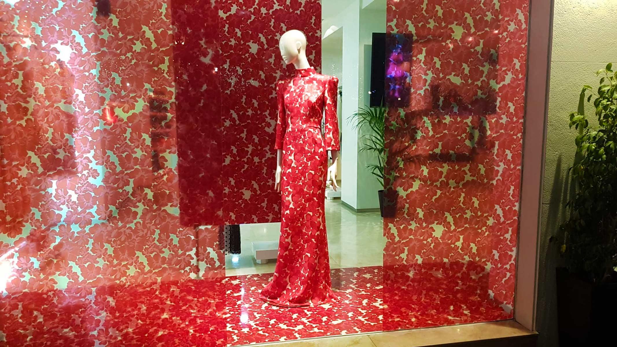 Vinilo decorativo para escaparate tienda de ropa
